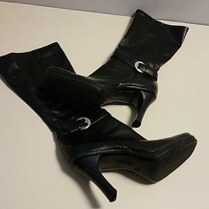 Stretchy calf boots